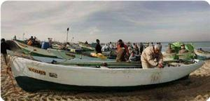 Israeli occupation navy boats fire at Palestinian fishermen, wound one of them