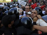 Egyptians denounce security forces' assault on activists opposing inheritance of power