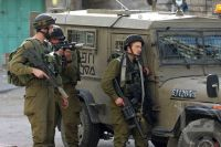 Israeli policeman critically injures foreign tourist