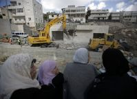 IOF troops deliver demolition orders for 28 Palestinian homes