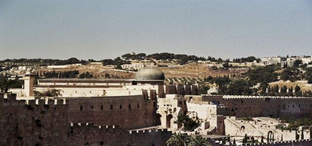 Muslim and Christian figures in J'lem warn of grave Israeli moves against Aqsa