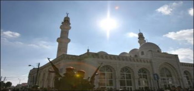 Fatah takes battle with Hamas to mosques