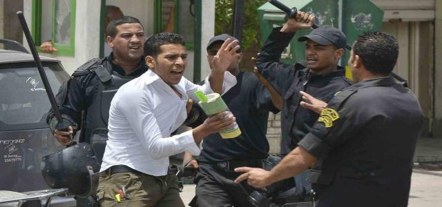 Junta Court Deals Out Rigorous Imprisonment Terms to 64 University Students in Egypt