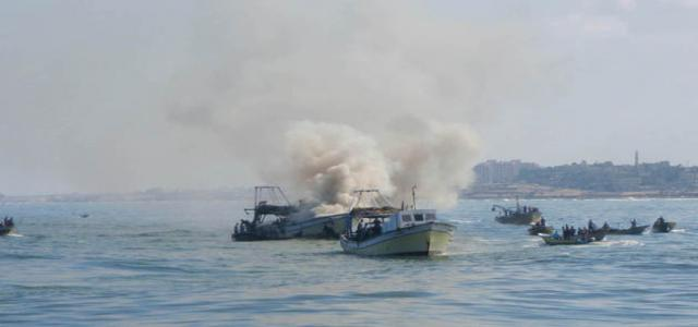 Israeli gunboats fire at Palestinian fishing boats