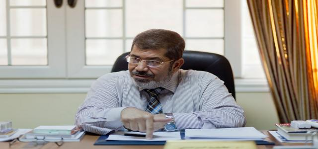 Dr. Morsi Submits Presidential Candidacy Documents; Backs Up Al-Shater