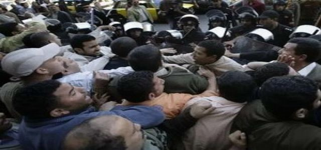 Detainees' Families Staged a Sit-in