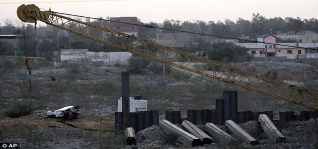 Sources: Egyptian steel wall in final stages
