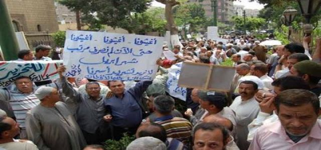 Egypt workers protest, demand increase in minimum wage