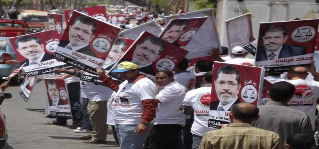 From Cairo to Aswan, Longest Human Chain Supports Morsi for President of Egypt