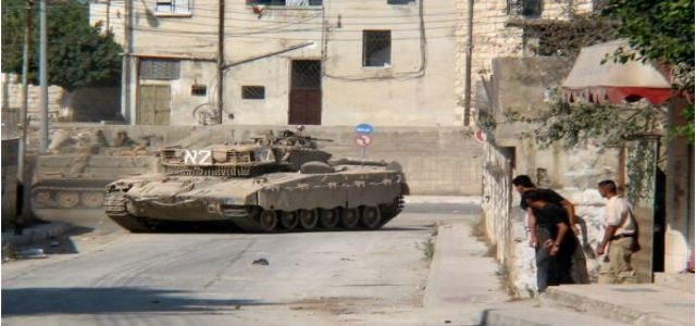 IOF tightens security around Nablus, rounds up lecturer, youths